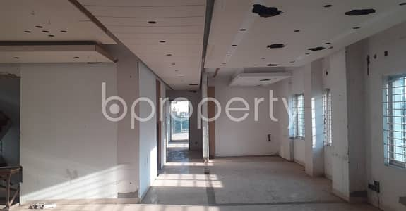 Floor for Rent in Dhanmondi, Dhaka - A Large 2430 Sq. Ft Open Space For Rent Is All Set For You In Dhanmondi Nearby IBAIS University