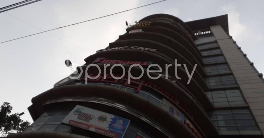 1600 Sq. ft Open Floor Is For Rent In Satmasjid Road, Dhanmondi .