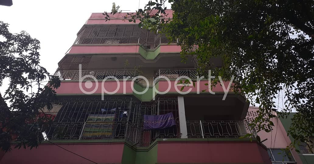 Check This Warehouse Up For Rent In New Market, Near Gausia Market