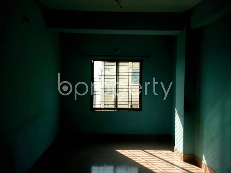 Be the resident of this 1050 SQ FT home vacant for rent at Hathazari