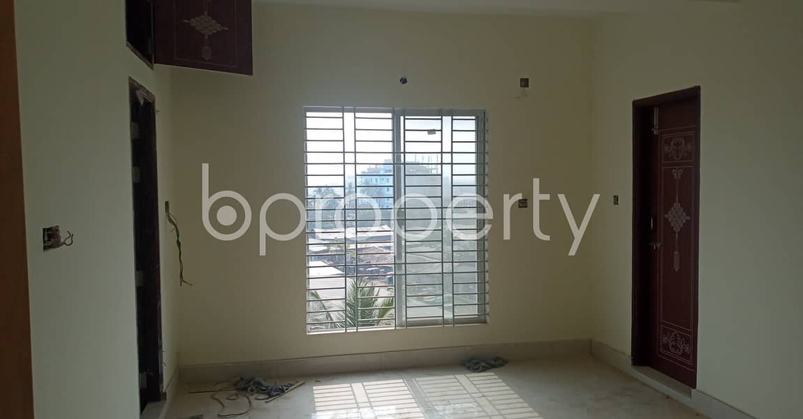 An appropriate 950 SQ FT apartment is arranged to be rented at Lane 1, Bakalia