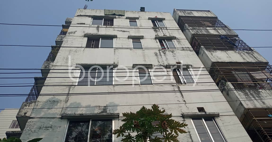 Be the resident of this 850 SQ FT flat vacant for rent at 18 No. East Bakalia Ward