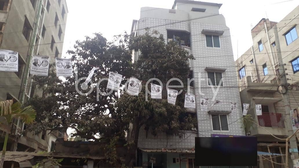 This suitable 420 SQ FT residential flat is waiting to get rented at 26 No. North Halishahar Ward