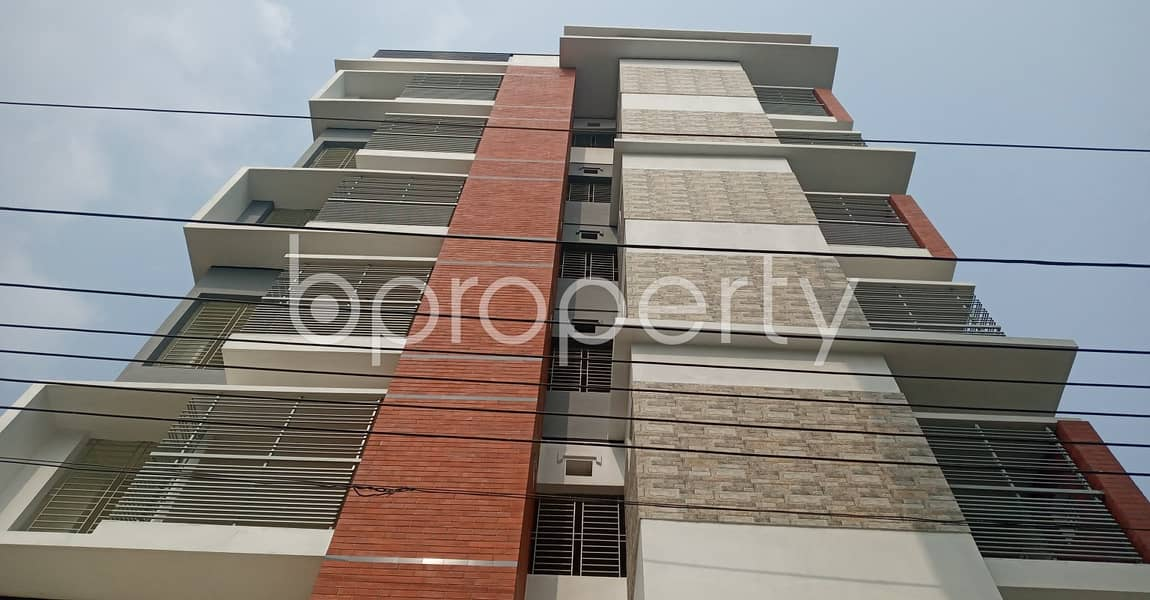 A 950 SQ FT very reasonable medium flat is available for rent at 18 No. East Bakalia Ward
