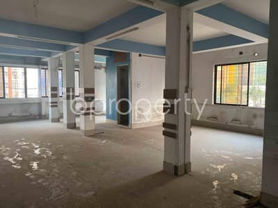 In Panthapath Main Road, 1400 Square Feet Ready Commercial Office Is For Rent