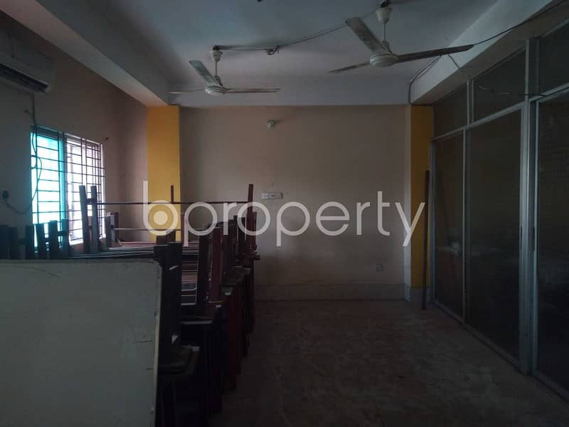 At Chawk Bazar 2200 Square Feet Ready Commercial Office Space To Rent