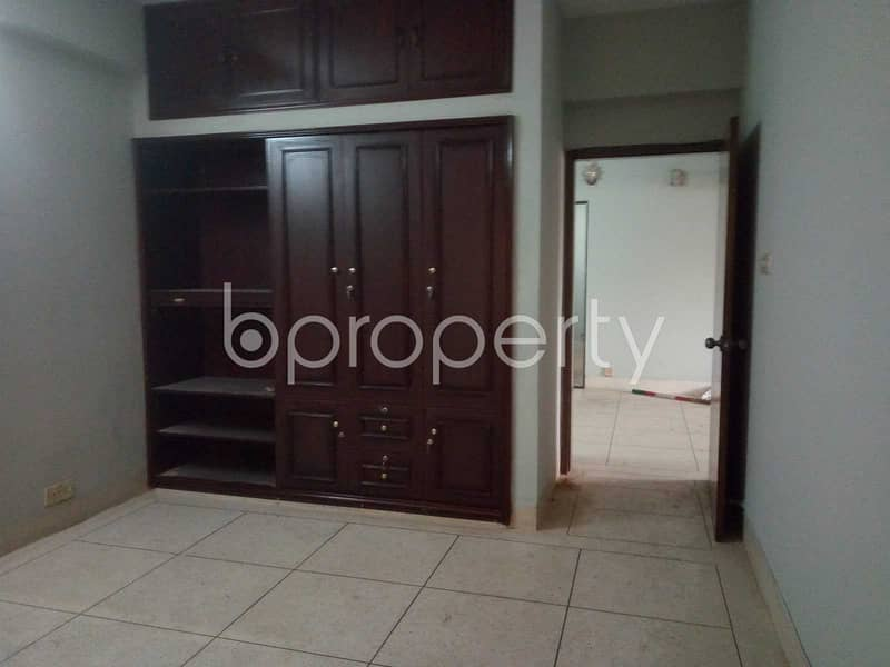 For sale purpose well-constructed 1750 SQ FT flat is now up for sale in Banani, Road No 4