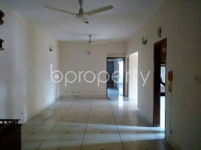 3 Bedroom Flat for Rent in Gulshan, Dhaka - Well Built And Properly Designed Residential Flat Of 2000 Sq Ft In Gulshan For Rent, Near Pink City