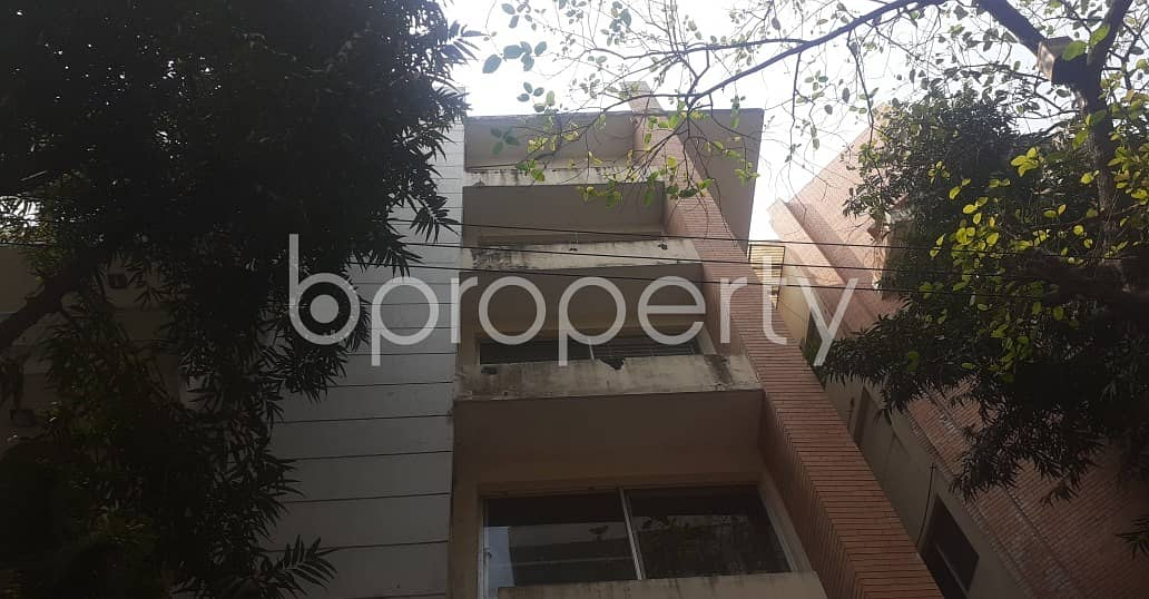 An Amazing Apartment 2850 Sq. Ft For Rent Is All Set For You To Settle In Khulshi Hill R/A .