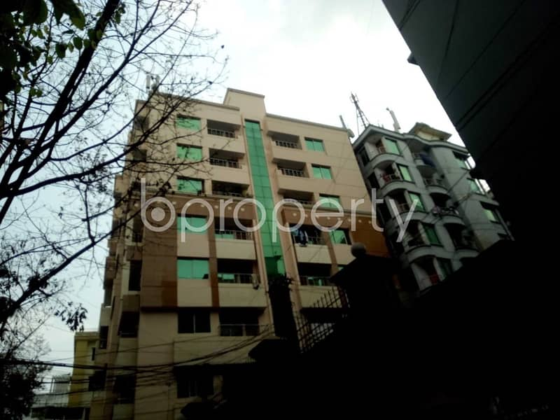 Built with modern amenities, check this flat for rent which is 1500 SQ FT in Panchlaish