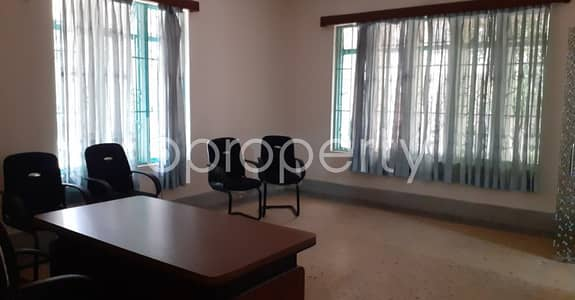 Apartment for Rent in Dhanmondi, Dhaka - Comfy Commercial Space Is For Rent In Dhanmondi With Satisfactory Price.