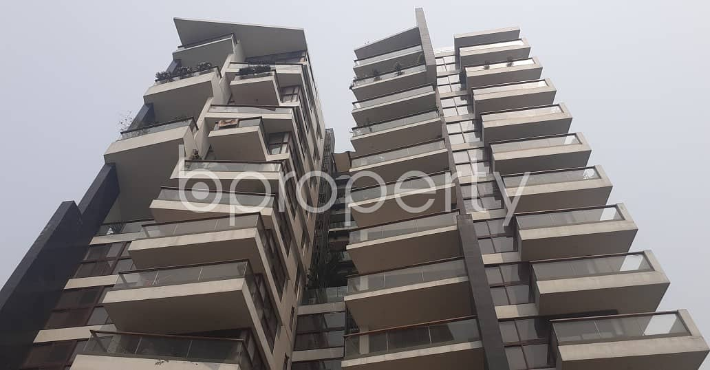 An Impressive 3700 Sq Ft Residential Apartment Is Up For Sale In The Center Of Gulshan 2.