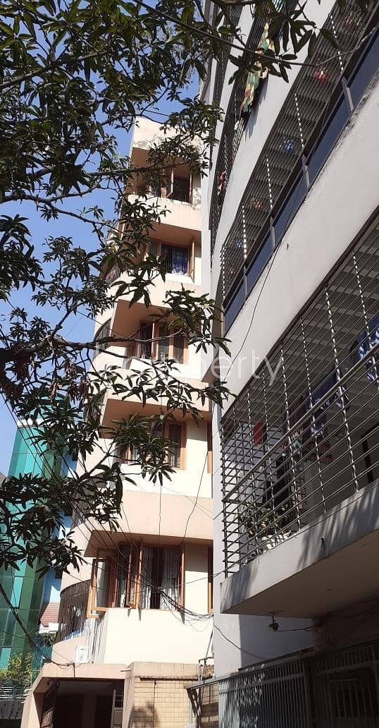 Near DBBL ATM, flat for rent in New Market