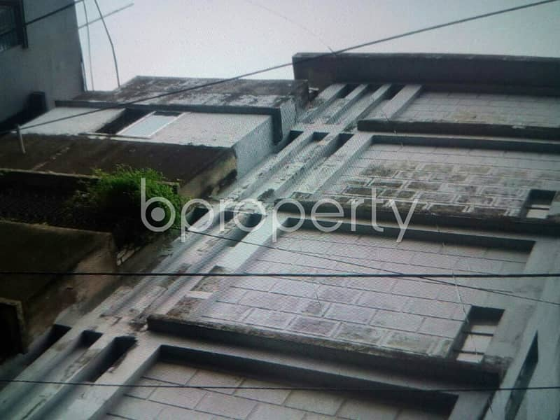 An affordable 900 SQ FT home is vacant for rent at Beparipara