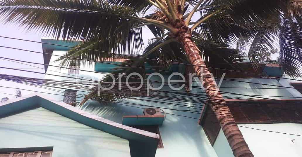 Comfy Flat Covering An Area Of 1300 Sq Ft Is Up For Rent In East Nasirabad