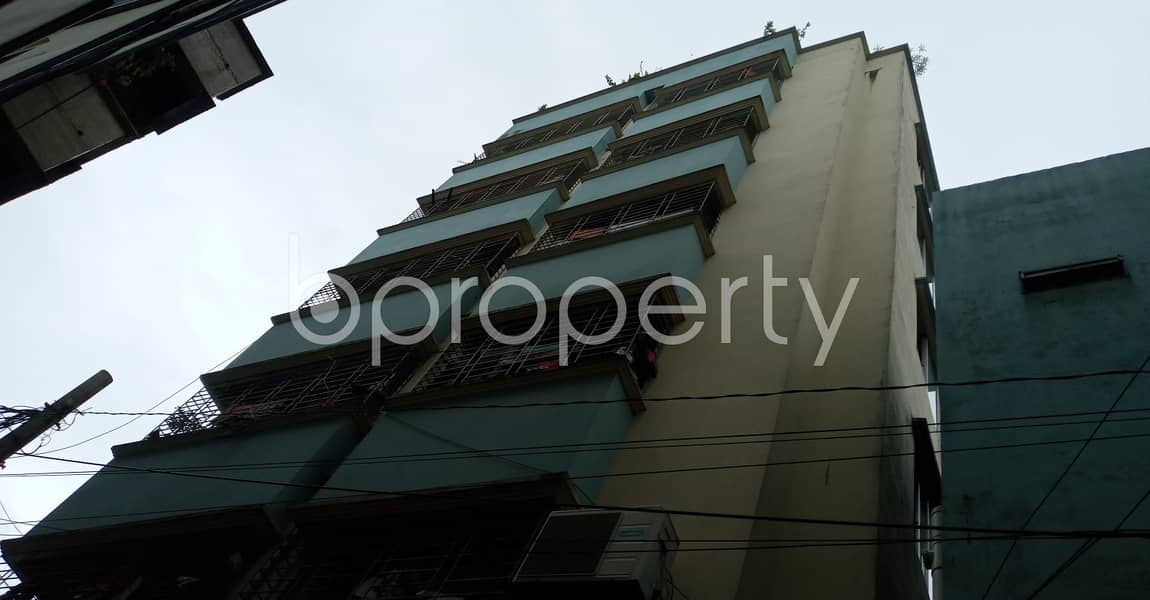 Attention Home Finders! A 850 Sq. ft Flat Is Up For Rent Close To Ahammed Mia Primary School At Sholokbahar .