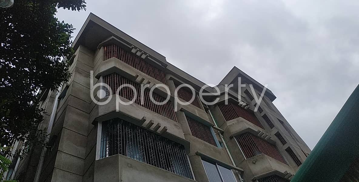 Get Ready To Rent This Ideally Maintained 800 Sq Ft Apartment Located In Nasirabad