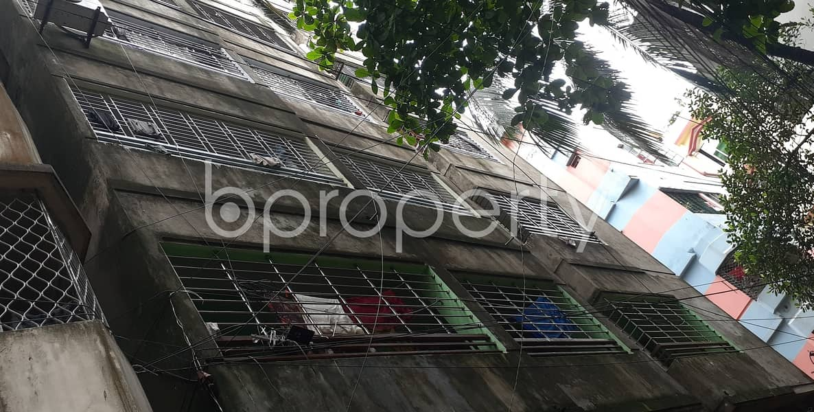 Take This Attractive Flat Which Is Up For Rent In East Madarbari Featuring 1000 Sq Ft