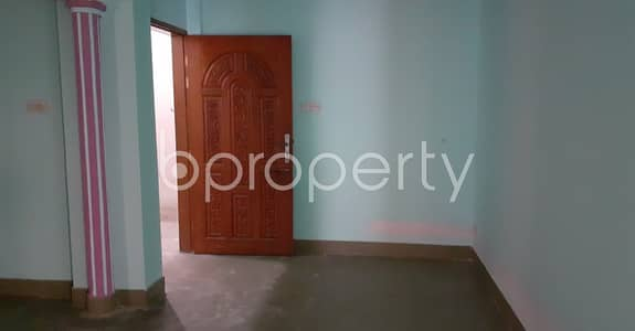 Office for Rent in New Market, Dhaka - This Vacant Commercial Space Of 1500 Sq Ft Situated In New Market, Is Up For Rent