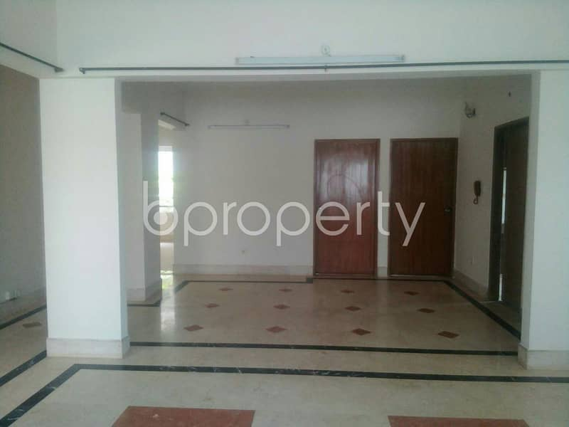 Take a look to an impressive flat of 1660 SQ FT for sale located at Bashundhara R/A very close to International School Dhaka