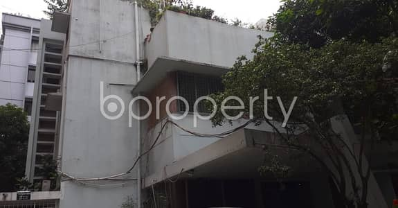 Office for Rent in Dhanmondi, Dhaka - Well-planned Office Of 2500 Sq Ft Is Up For Rent Is Situated In Dhanmondi