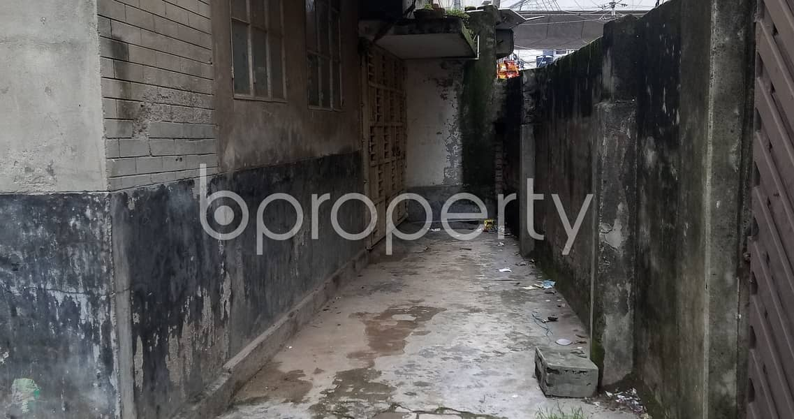 Close To Shahnoori Model High School At Maghbazar A 120 Sq. Ft Commercial Shop For Rent