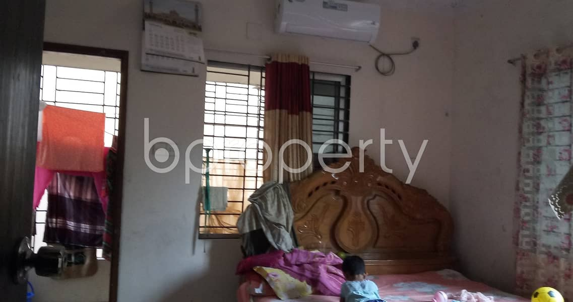 Ready convenient flat of 950 SQ FT is up for rent in Kalabagan