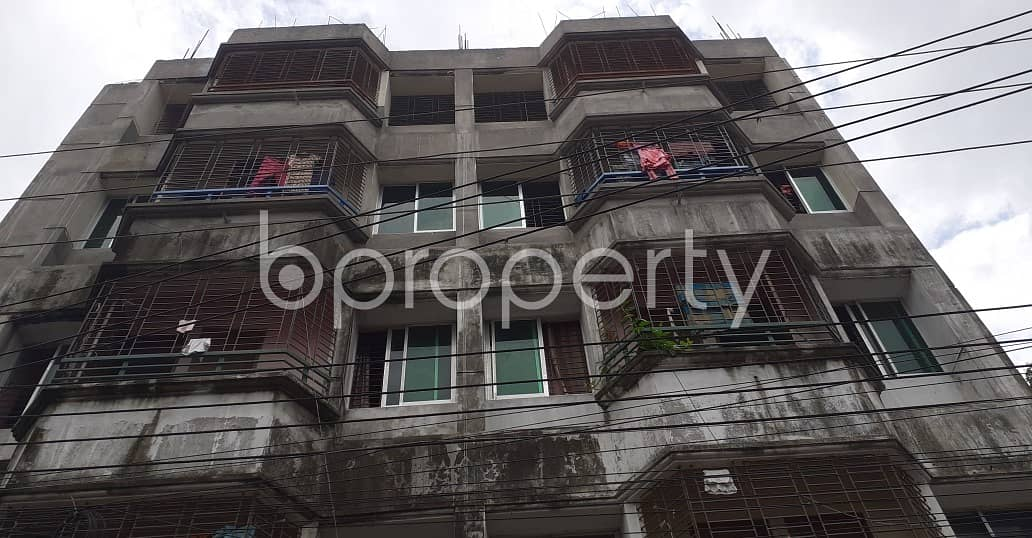 Ready convenient flat of 600 SQ FT is up for rent in North Azampur