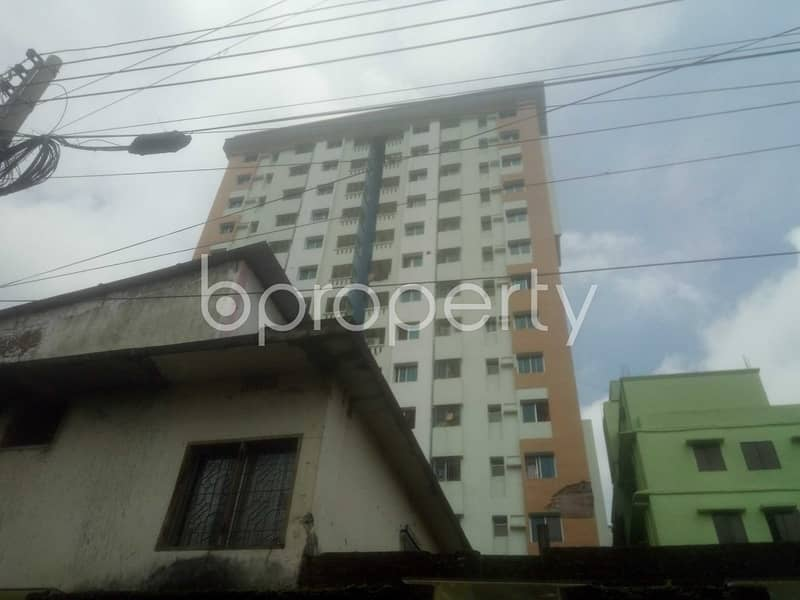 This 3 Bedroom Flat In Dargah Mahalla With A Convenient Price Is Up For Rent.