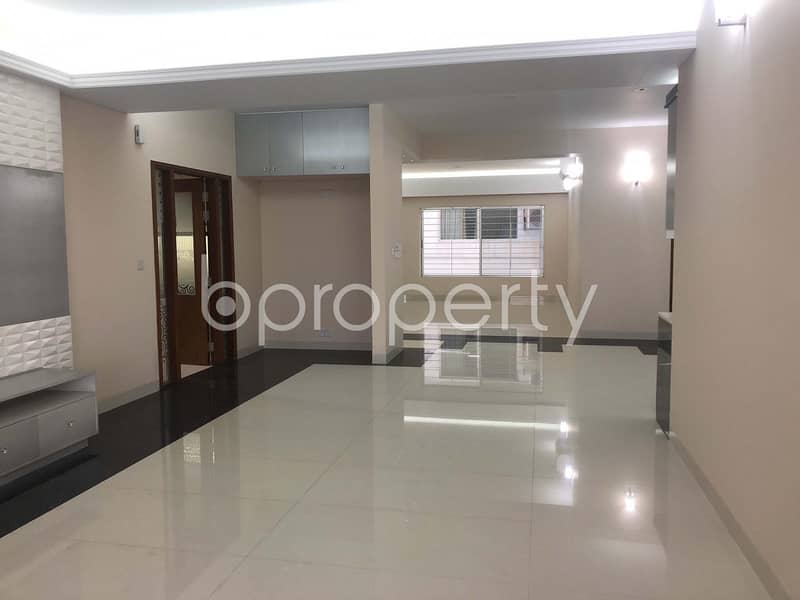 A Residential Flat For Sale In Bashundhara R-A, Nearby Baitun Nazat Jame Mosjid