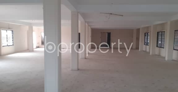 Floor for Rent in 30 No. East Madarbari Ward, Chattogram - A Commercial Space Of 3300 Sq. Ft Is Vacant For Rent In East Madarbari Near To Sadarghat Police Station.
