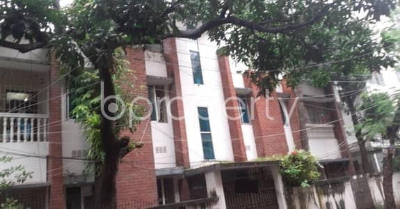 Office for Rent in Lalmatia, Dhaka - Masterful And Very Ample Commercial Space Of 1450 Sq Ft Is Vacant For Rent In Lalmatia