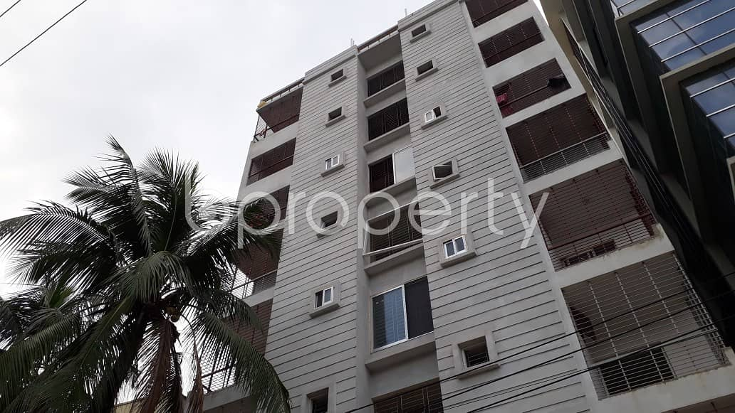 Consider moving into this apartment of 1400 SQ FT in 26 No. North Halishahar Ward for rent
