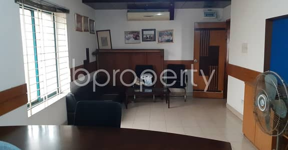 Office for Rent in Kalabagan, Dhaka - A Nice Commercial Office Space Of 600 Sq. ft Is To Rent At Panthapath Main Road.