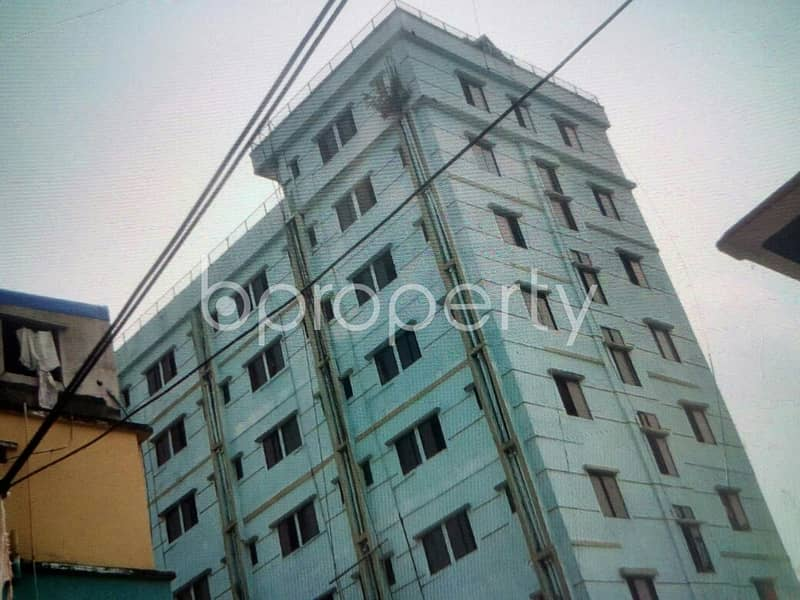 Get Ready To Rent This Admirably Managed 600 Sq Ft Apartment Located In 38 No. South Middle Halishahar