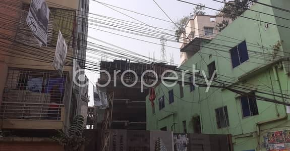 This Flat In Dhanmondi Close To Nimtola Temple With A Convenient Price Is Up For Sale.