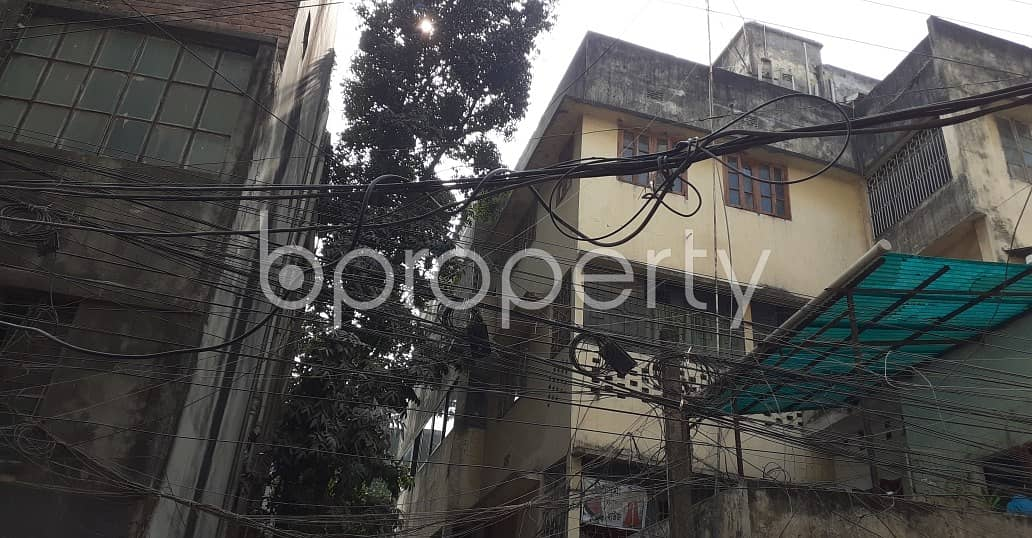 See This Office Space For Rent Located In Dhanmondi Near To Junior Laboratory High School.