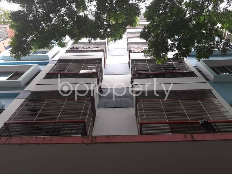 A 800 Square Feet Apartment Is Available For Sale In Bashundhara R-A Near Chapra Masjid.