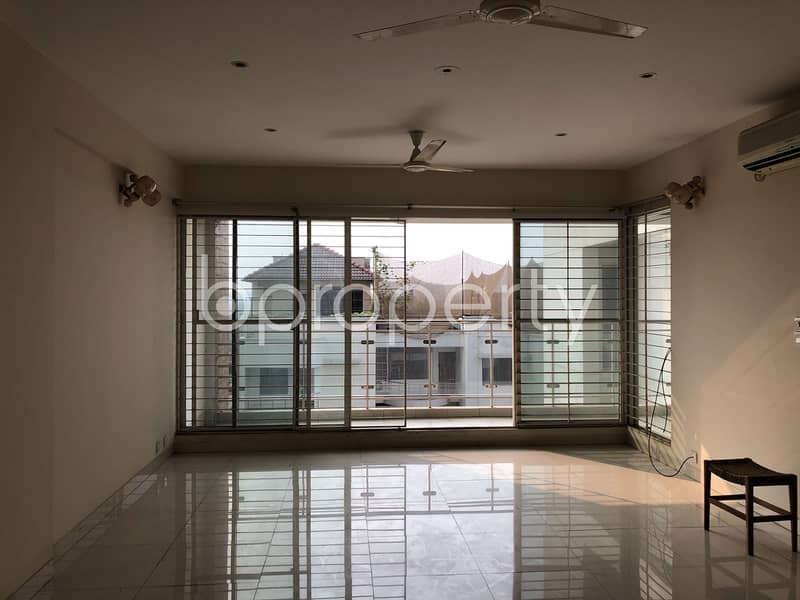 In The Location Of Banani, Close To Banani Bidyaniketan School & College, A Flat Is Up For Sale