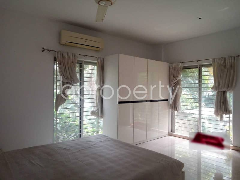 Visit this apartment for sale covering an area in Gulshan 1 near Standard Chartered Bank