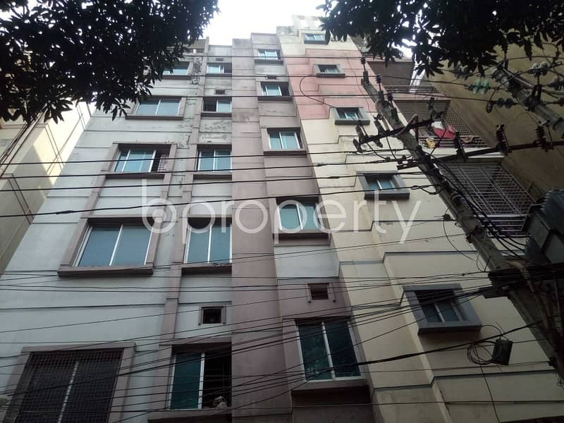 Offering you a 650 SQ FT flat for sale in Maghbazar near to Nayatola Park