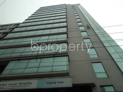Floor for Sale in Kalabagan, Dhaka - An office space is up for sale which is located in Kalabagan, nearby Square Hospital