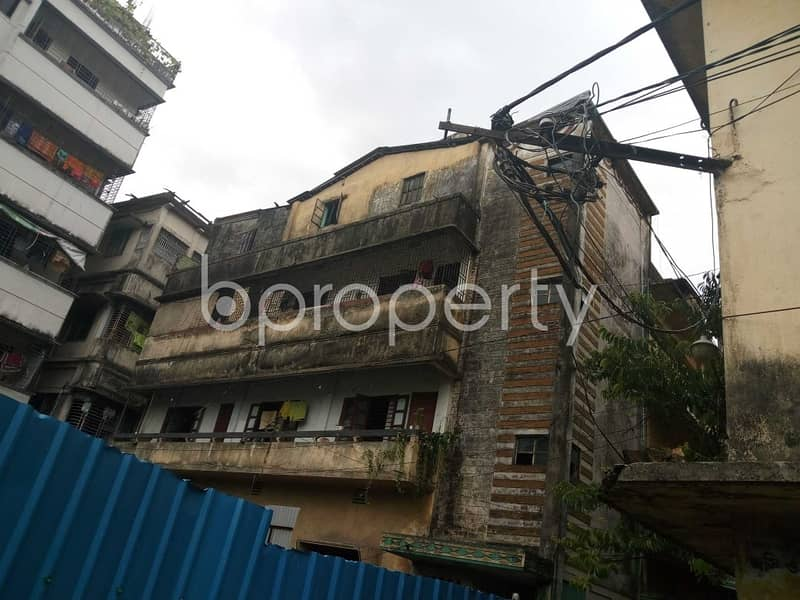 Visit this apartment for rent covering an area of 700 SQ FT in Jamal Khan near Bangla College