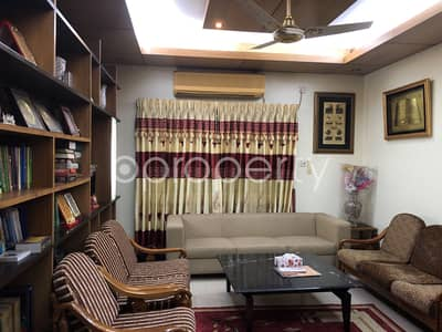 Well Planned Apartment is available for sale in Gulshan 1 near Gulshan 1 DCC market