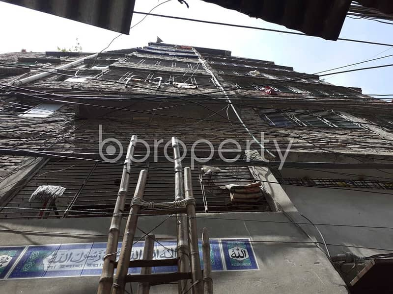 Apartment for Rent in Bangshal nearby PeyalaWala Mosque