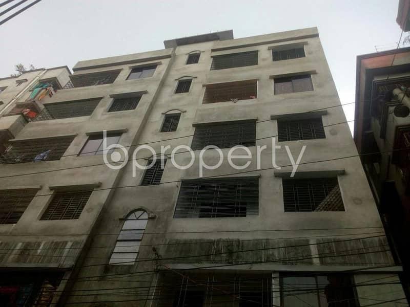 800 SQ FT apartment is up for rent in East Rampura, near Jama Masjid Baitul Falah.