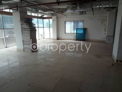 See this office space for rent covering 7260 Sq. Ft. located in Uttara near to Daffodil International University.