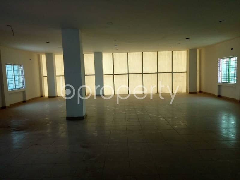 An office space is up for sale which is located in Shahjadpur, nearby Southeast Bank Limited.