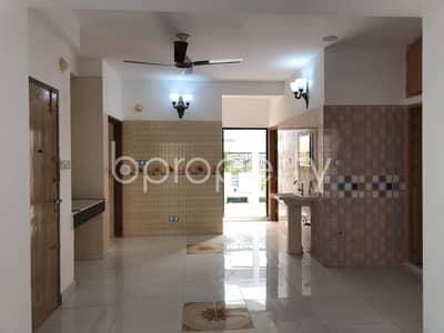 Comfortable Apartment For Sale In Bashundhara R-A, Near Bashundhara Eye Hospital