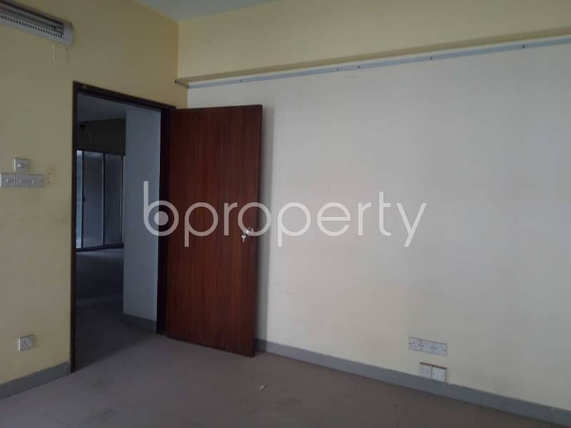 Amazing Flat Is Up For Rent In Niketan Nearby Niketan Central Jame Mosjed